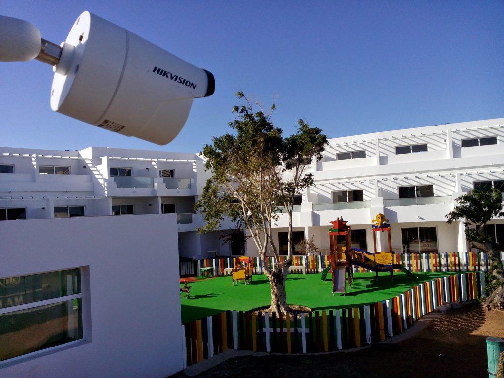 cámaras de vigilancia y controles de acceso